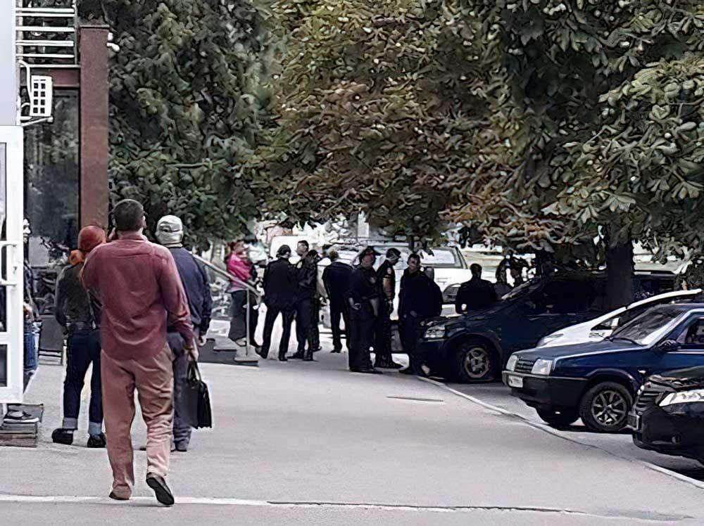 Без Купюр У Кропивницькому поліцейському довелося стріляти, щоб утихомирити чоловіка напідпитку Кримінал Події  постріли поліція позбавлення волі Кропивницький дебошир ГУ Нацполіції