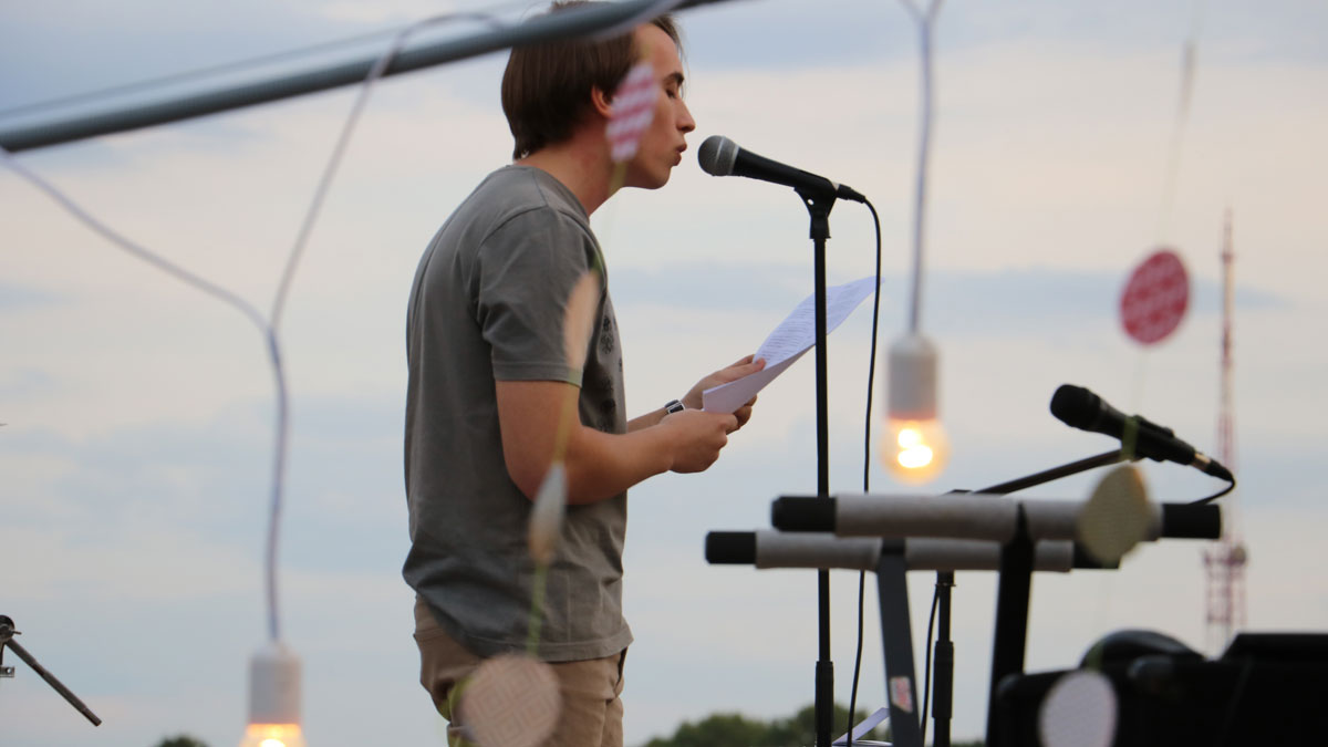У Кропивницькому провели вечір поезії і музики на даху. ФОТОРЕПОРТАЖ - 3 - Фото - Без Купюр