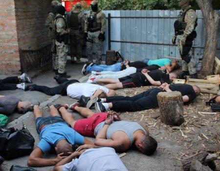 """В Кропивницькому затримали учасників кримінальної """"сходки"""". ФОТО. ВІДЕО"""