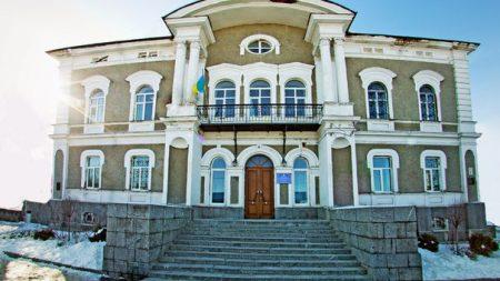 Підозрювана в корупції чиновниця управління ДФС очікуватиме суду під частковим домашнім арештом