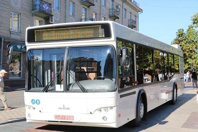 Без Купюр Новий автобус з першої партії презентували на День міста Події  Кропивницький автобус