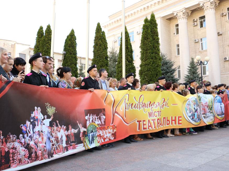 Новий автобус, величезна шарлотка й тривалі промови: у Кропивницькому почали святкувати День міста. ФОТОРЕПОРТАЖ - 2 - Найважливiше - Без Купюр