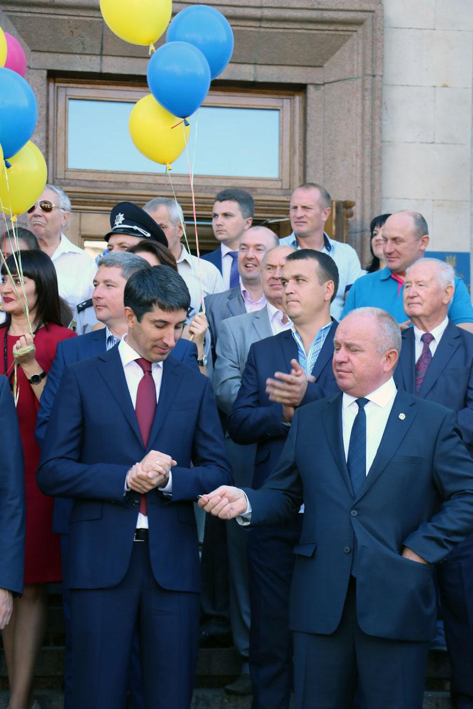 Новий автобус, величезна шарлотка й тривалі промови: у Кропивницькому почали святкувати День міста. ФОТОРЕПОРТАЖ - 7 - Найважливiше - Без Купюр