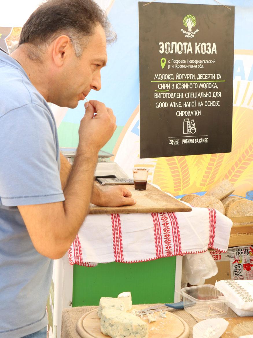 Охочих скуштувати сири з козиного молока підприємства з Новоархангельського району виявилося чимало