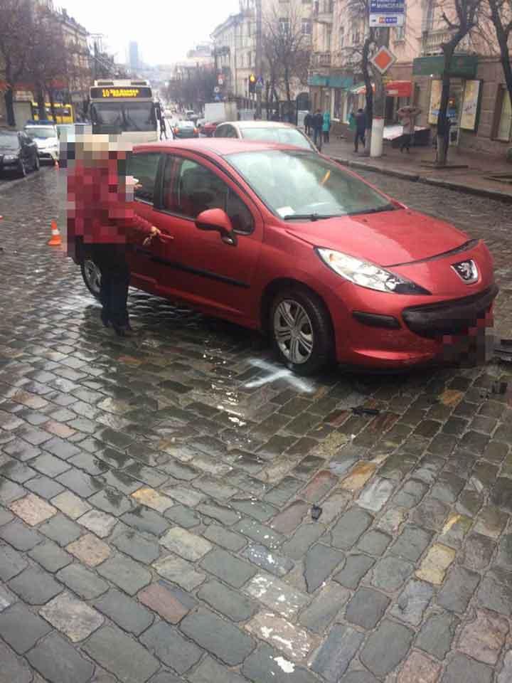 Без Купюр Чотири автівки за раз: у Кропивницькому сталося чергове ДТП. ФОТО За кермом  Кропивницький ДТП Peugeot Nissan