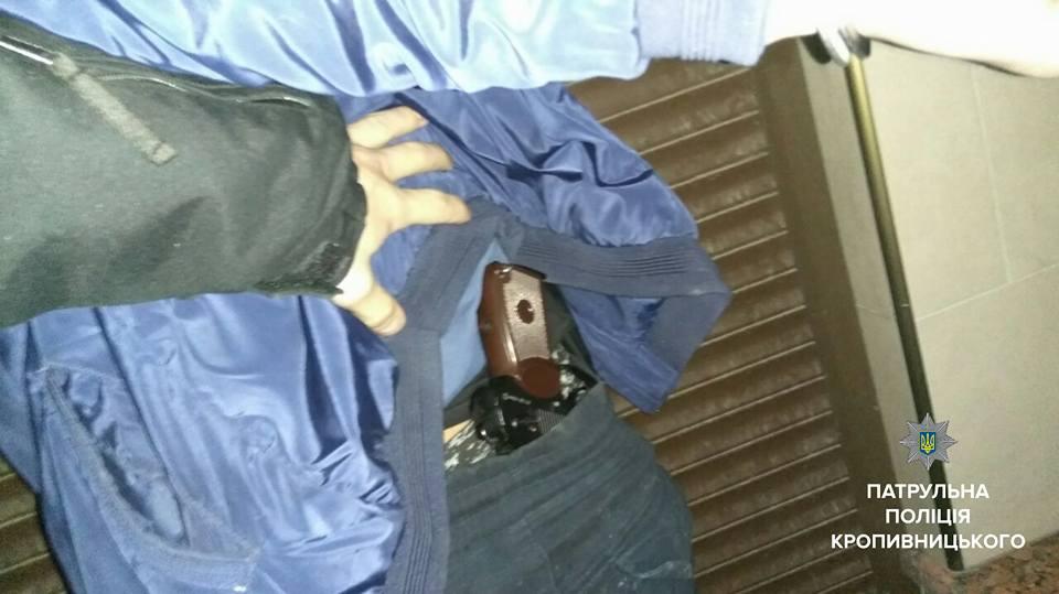 Без Купюр 19-річний хлопець стріляв по живим мішеням просто в центрі Кропивницького Кримінал  хуліганство правопорушення поліція Пневматична зброя Патрульна поліція Кропивницький затримання