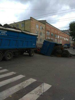 У Кропивницькому у вантажівки відірвався кузов. ФОТОФАКТ