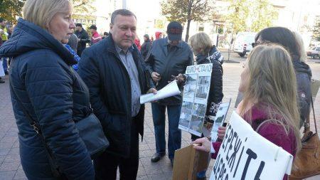 Депутати відповіли на заклик активістів припинити знищення дерев мовчанням