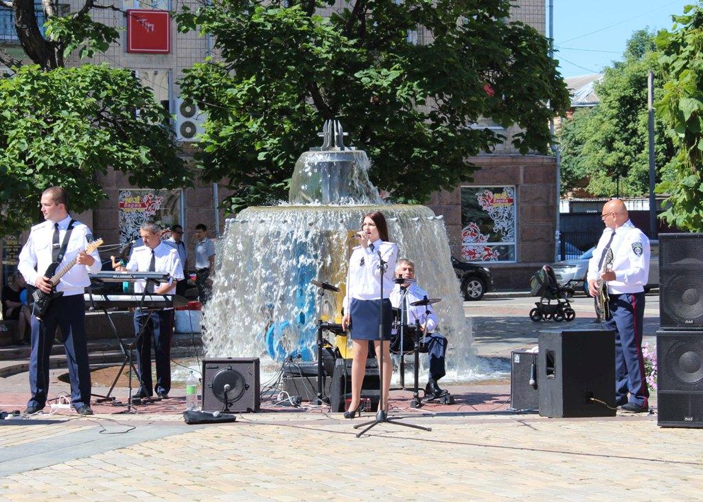 У Кропивницькому діє єдиний в Україні відомчий музичний гурт поліцейських «Офіцери» - 4 - Життя - Без Купюр