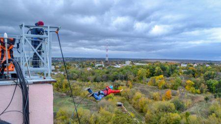 Як ефектно стрибнути з даху, або Роуп-джампінг у Кропивницькому. ФОТО