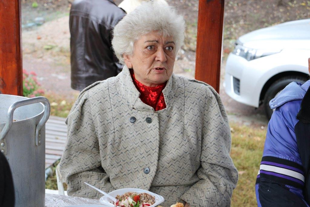 Без Купюр Щотижня молодь у Кропивницькому готує обіди для безпритульних. ВІДЕО Життя  обіди для безпритульних Дім Милосердя