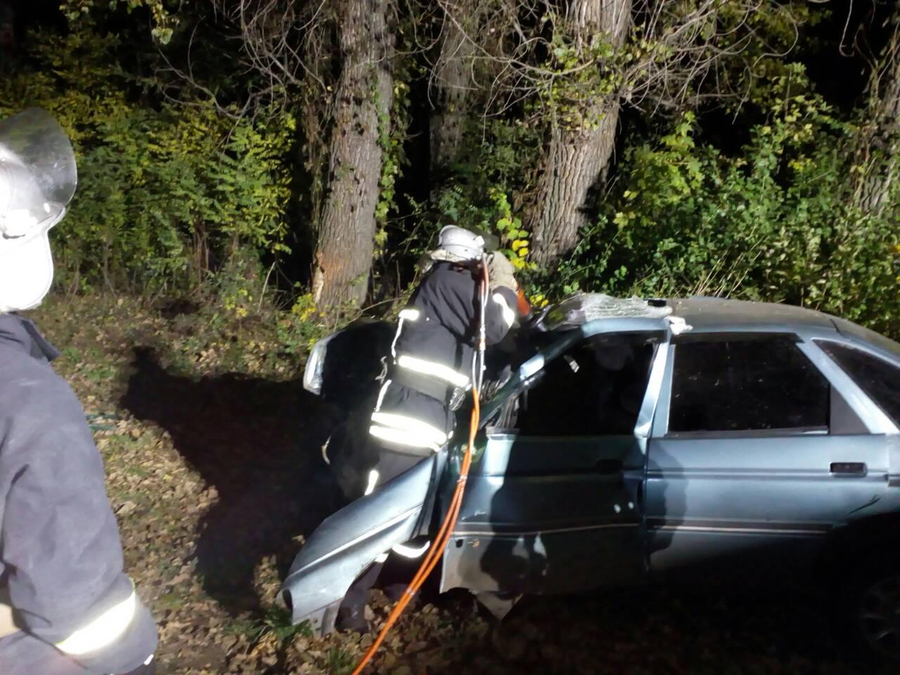 Без Купюр Смертельна аварія: чоловік не впорався з керуванням і влетів у дерево. ФОТО За кермом  Кропивницький ДТП Аварія