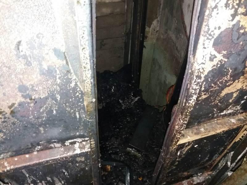 Без Купюр | Події | У будинку на Попова вигорів ліфт та провалився на перший поверх. ФОТО 4