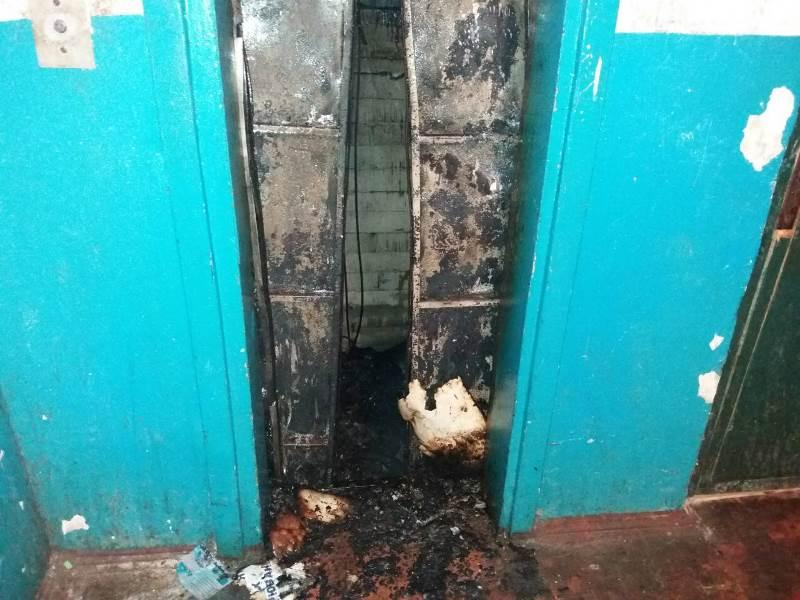 Без Купюр | Події | У будинку на Попова вигорів ліфт та провалився на перший поверх. ФОТО 5