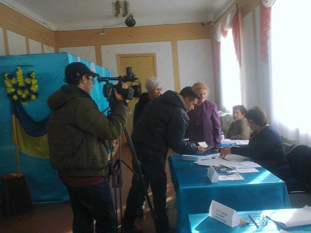 Без Купюр На деяких дільницях на Кіровоградщині збиралися знімати, як голосують виборці? ФОТО Вибори Політика  порушення ОТГ Кропивницький Кіровоградщина відеокамери