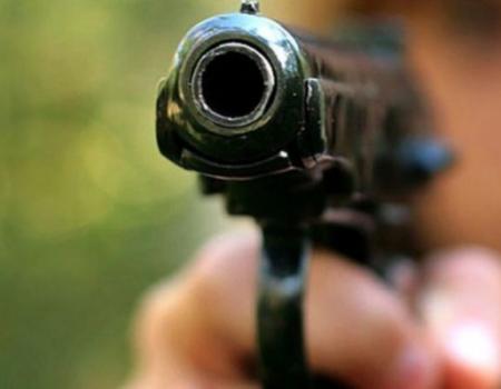 У Кропивницькому відвідувачі кафе погрожували персоналу пістолетом