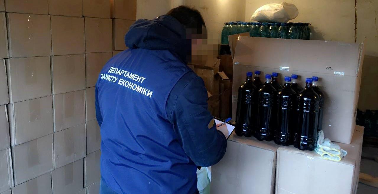 Без Купюр У Кропивницькому вилучили з обігу чотири тонни фальсифікованого алкоголю. ФОТО Кримінал  фальсифікат Кропивницький вилучення
