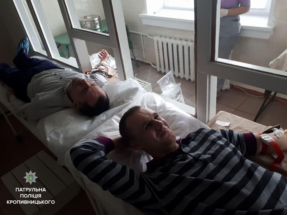 Без Купюр Патрульні Кропивницького поповнили банк донорської крові обласної лікарні Життя  проект Кропивницький Акція