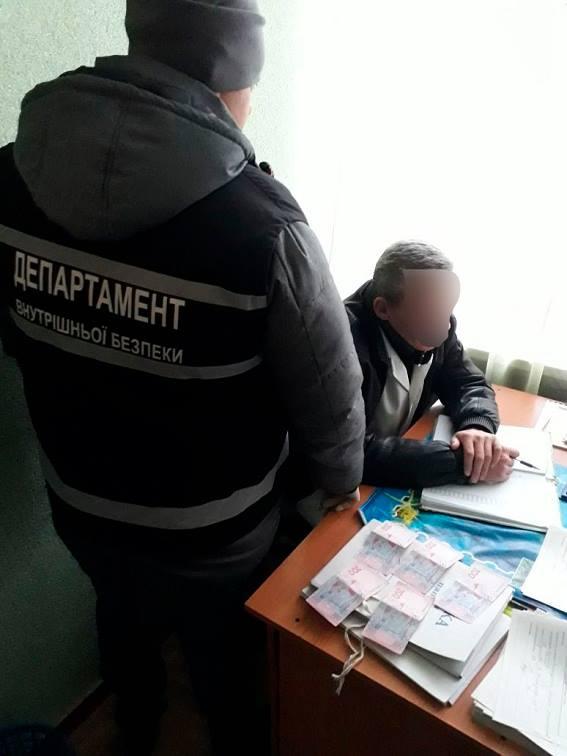 Нарколог Голованівської ЦРЛ підозрюється у вимаганні хабара з поліцейських за довідку. ФОТО 1