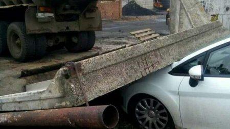 У Кропивницькому водій напідпитку в'їхав у бетонну огорожу. ФОТО