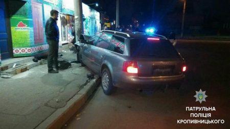У Кропивницькому водій намагався втекти з місця ДТП, прихопивши номерний знак авто. ФОТО