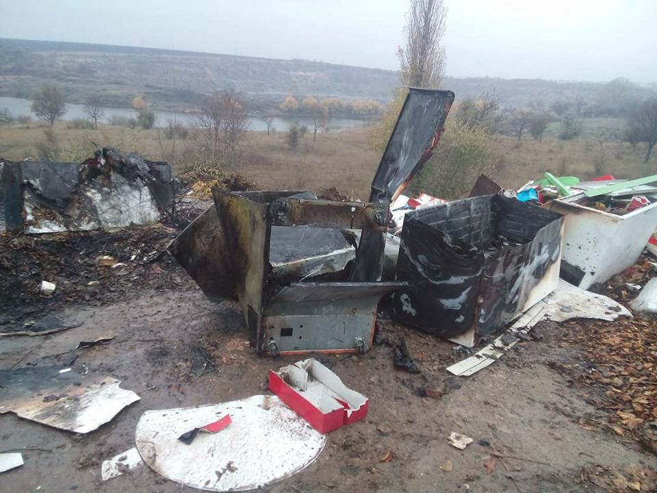 У Кропивницькому біля Сугоклеї спалювали старі холодильники. ФОТО, ВІДЕО 1