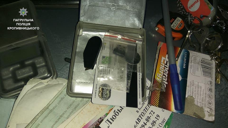 У Кропивницькому патрульні виявили у порушника ПДР пакет із підозрілою речовиною. ФОТО - 3 - Кримінал - Без Купюр