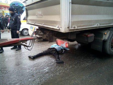 У Кропивницькому під колесами вантажівки загинула людина. ФОТО. ОНОВЛЕНО