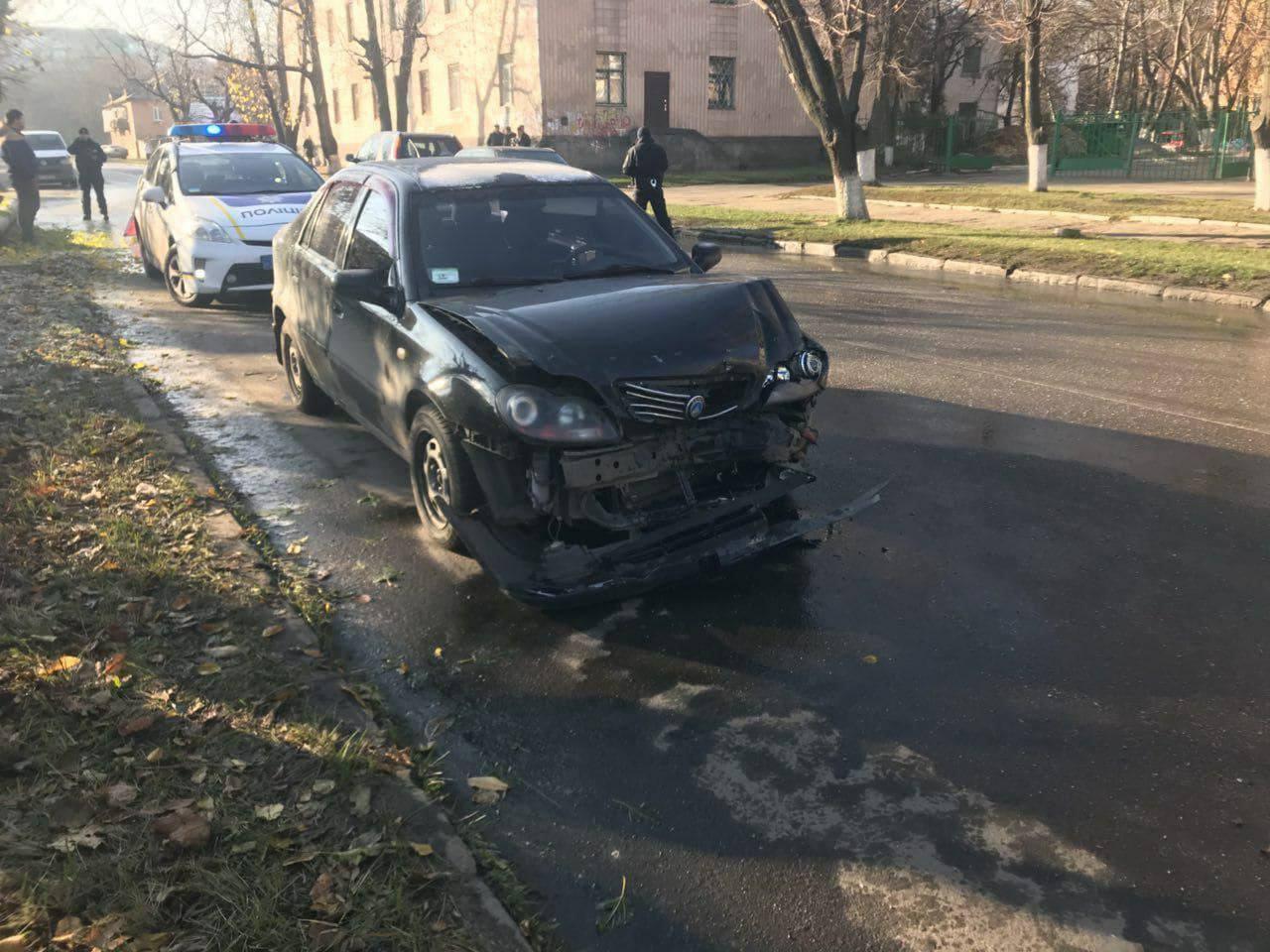 У Кропивницькому на одній вулиці сталося кілька ДТП. ФОТО. ОНОВЛЕНО 6
