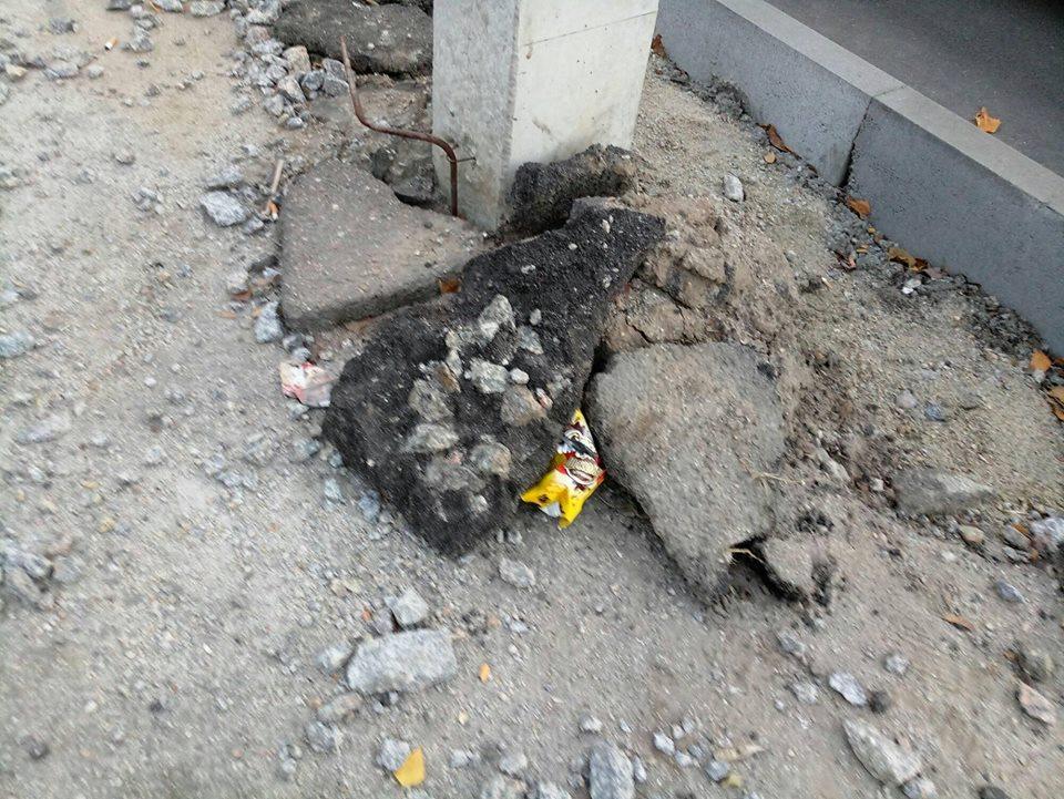 У Кропивницькому підрядники залишки асфальту лишили на тротуарах. ФОТО - 11 - Життя - Без Купюр