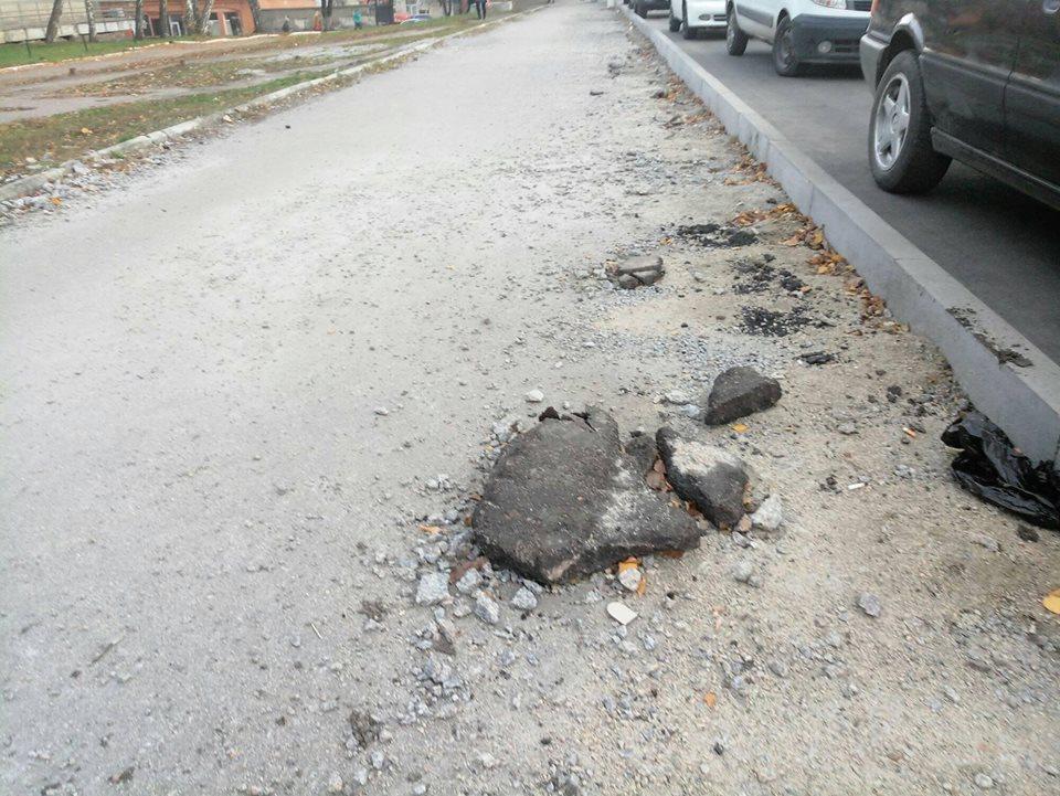 У Кропивницькому підрядники залишки асфальту лишили на тротуарах. ФОТО - 12 - Життя - Без Купюр