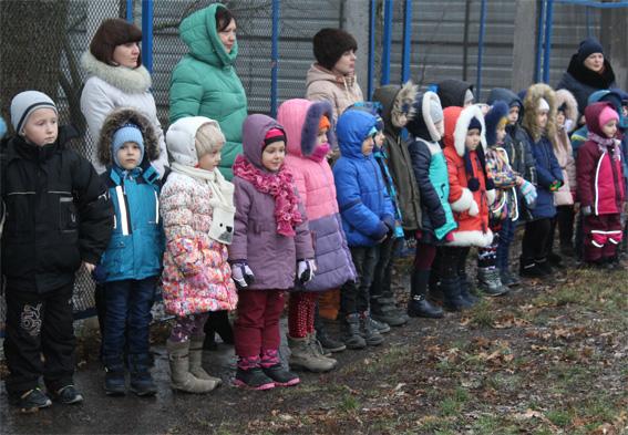 Головне управління Нацполіції в Кіровоградській області організувало вихованцям дитсадка екскурсію до кінологів. ВІДЕО - 2 - Вiдео - Без Купюр
