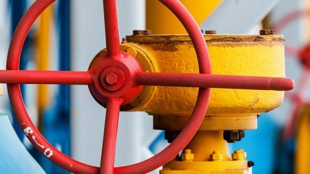 Відновлення газопостачання затримується, бо власники помешкань не впускають газовиків у домівки