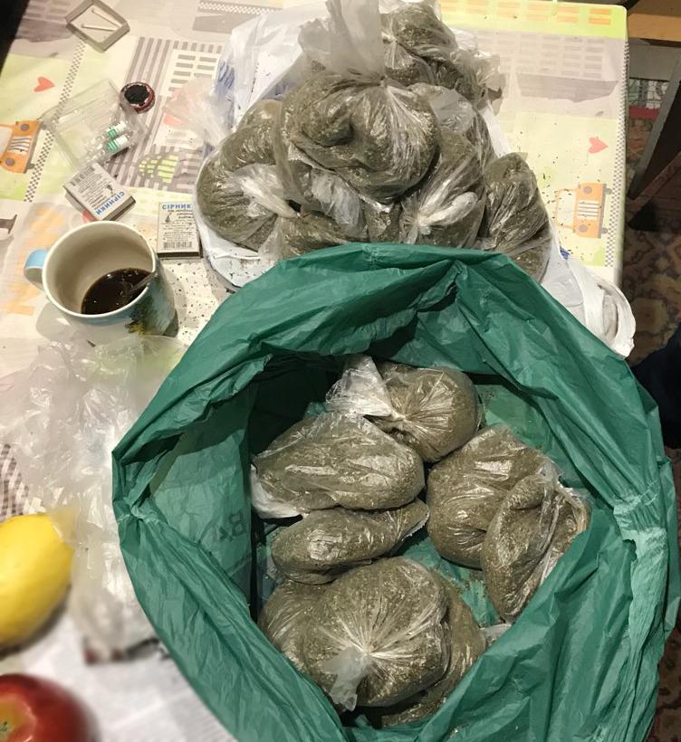 Поліція вилучила у жителя Кропивницького 28 пакетів марихуани. ФОТО Фото 4 - Події - Без Купюр - Кропивницький