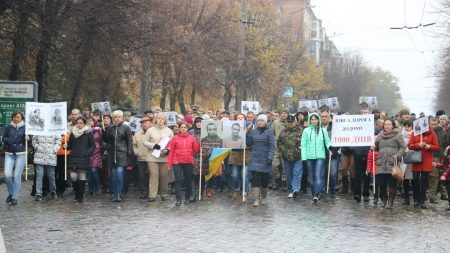 Тисяча днів неволі: сотні жителів Кропивницького нагадали про полонених бійців. ФОТО