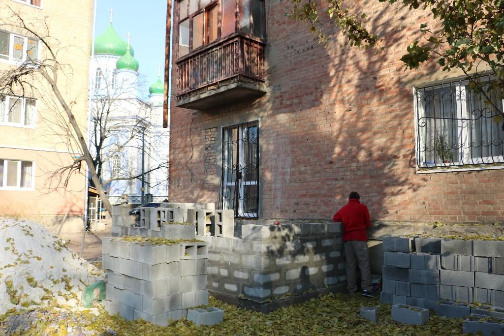 Квартиру, яку шахраї відібрали у хворої пенсіонерки, продали вп'яте. Фото 2