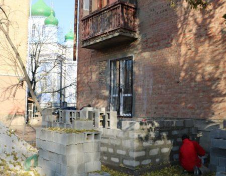 Квартиру, яку шахраї відібрали у хворої пенсіонерки, продали вп'яте. ВІДЕО