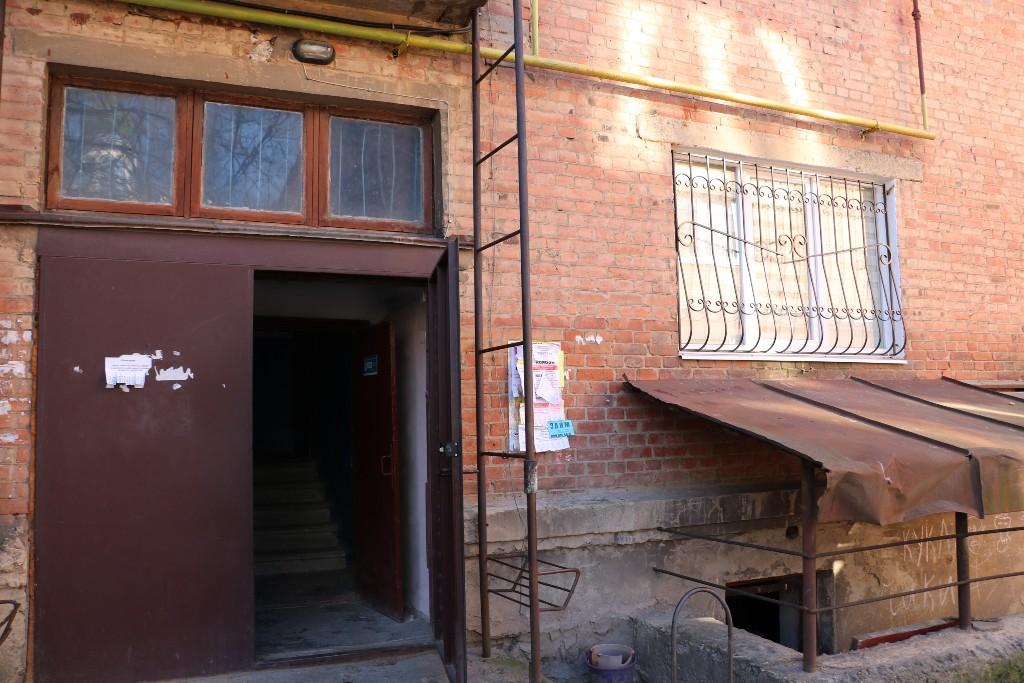 Квартиру, яку шахраї відібрали у хворої пенсіонерки, продали вп'яте. ВІДЕО 4