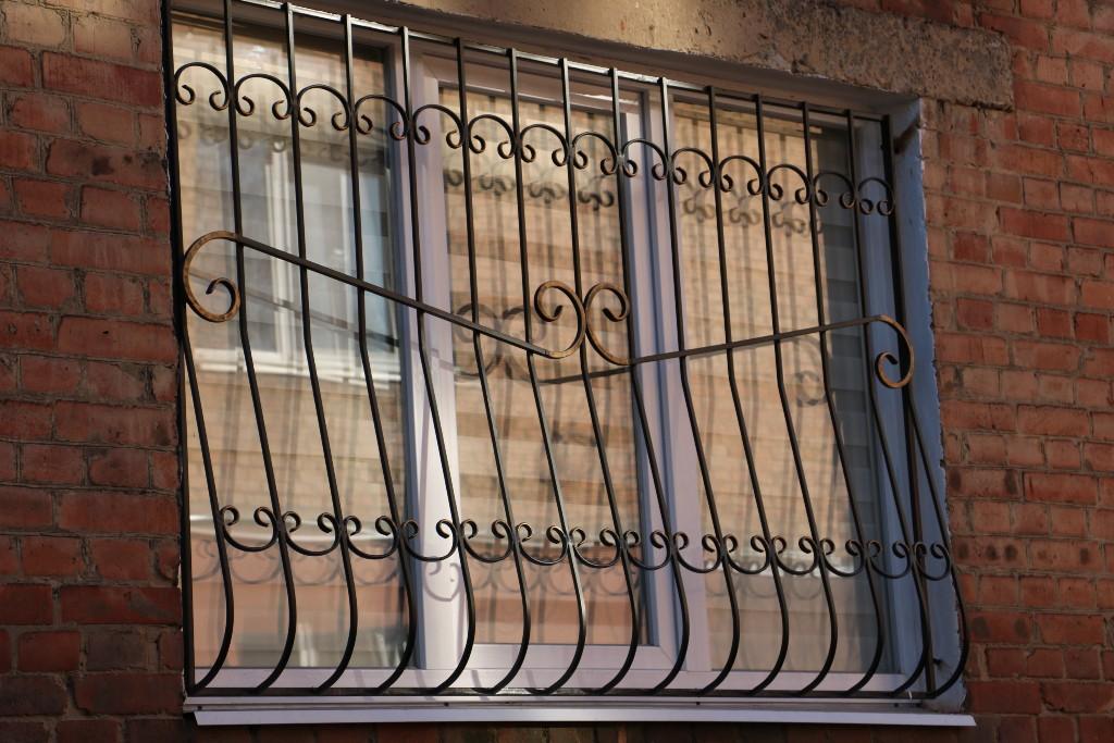 Квартиру, яку шахраї відібрали у хворої пенсіонерки, продали вп'яте. ВІДЕО - 5 - Кримінал - Без Купюр