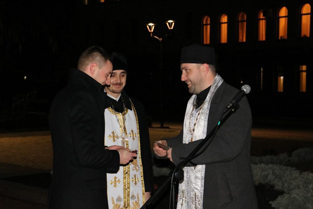 Якщо не об'єднаємося - не встоїмо, але й поєднуватися з тими, хто забув, чому йшли на Майдан, не пристало - священик Рафаїл 7