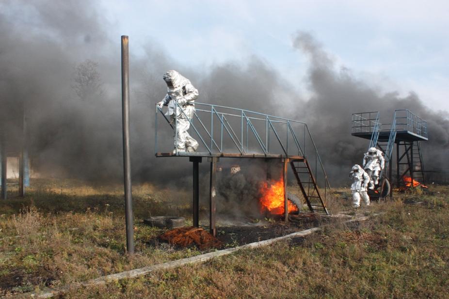 На Кіровоградщині рятувальників учили не боятися вогню. ФОТО 3