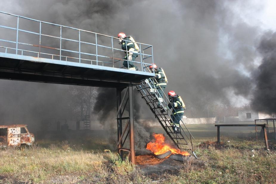 На Кіровоградщині рятувальників учили не боятися вогню. ФОТО 2