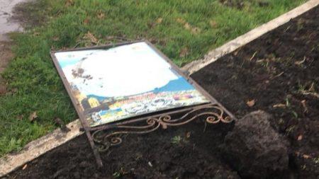 У Кропивницькому біля вірменського пам'ятника пошкодили лавки. ВІДЕО