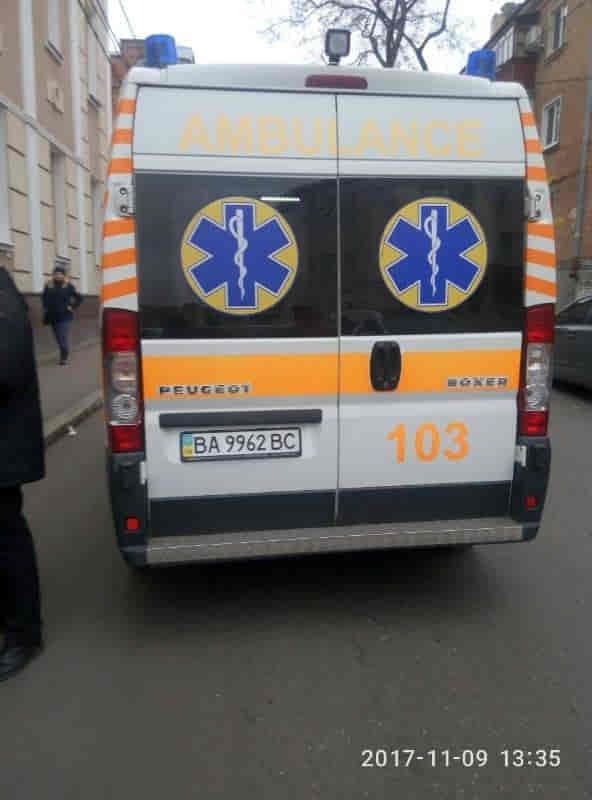 Без Купюр У Кропивницькому біля міськради «Ford» збив пішохода. ФОТО За кермом  перелом наїзд Кропивницький жінка ДТП Ford