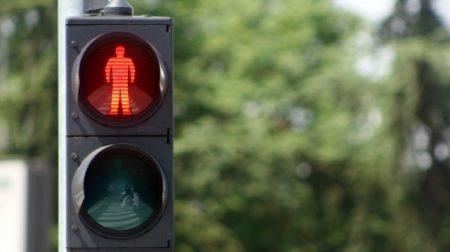 «Смішний» світлофор у центрі Кропивницького обстежать. ВІДЕО. ОНОВЛЕНО