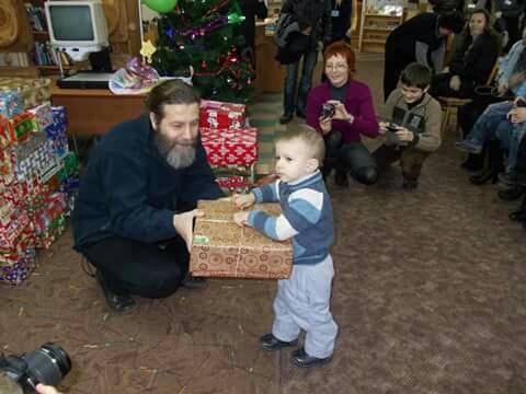 Без Купюр Священик – президент молодіжної організації: Навіть клоун робить велику справу Інтерв'ю  священик отець Євгеній Кропивницький благодійність