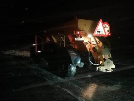1500 тонн суміші витратили на боротьбу з ожеледицею на Кіровоградщині. ФОТО