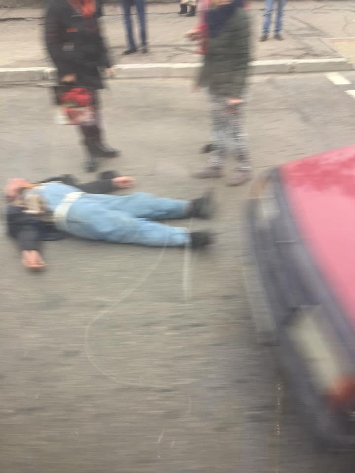 Без Купюр У Кропивницькому на пішоходному переході авто збила чоловіка, свідки кажуть, що нетверезого Кримінал  нетверезий чоловік Кропивницький ДТП