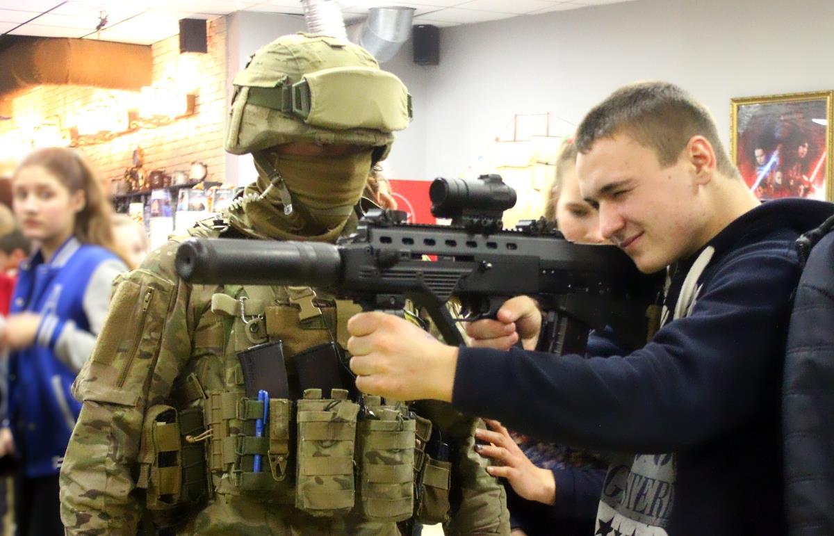 У Кропивницькому стартував показ фільму «Кіборги» про героїчну оборону ДАПу. ФОТО - 1 - Війна - Без Купюр