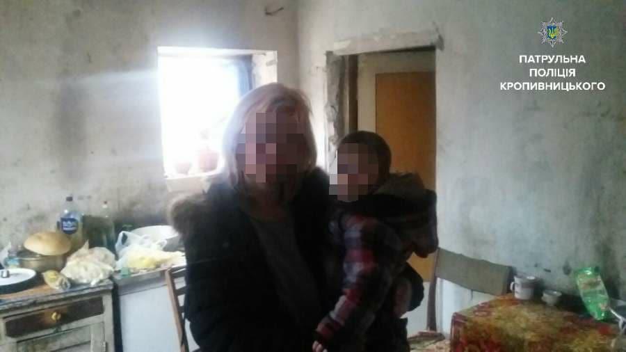 Без Купюр У Кропивницькому матір залишила дворічного хлопчика просто на вулиці. ФОТО Кримінал  покинута Патрульна поліція Кропивницький дитина